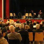gespanntes Interesse bei den Zuhörern