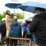 Über 100 Asylhelfer übergeben Landrat Karmasin ihre Resolution gegen Arbeitsverbote