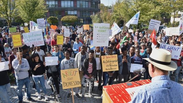Über 400 Menschen demonstrieren in Fürstenfeldbruck für das Recht auf Arbeit und Ausbildung für alle Geflüchteten
