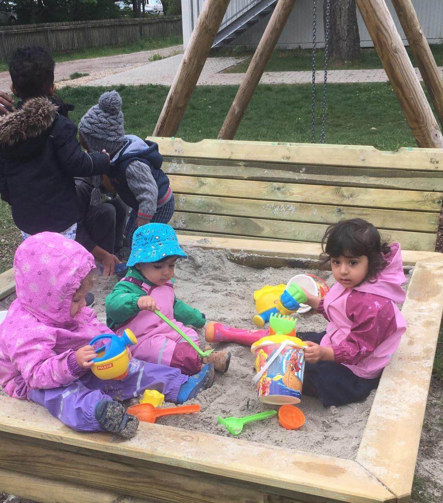 Sandkasten am Lindenweg – was lange währt, wird endlich gut